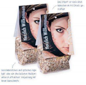Müsli im Maxi-Bodenbeutel mit Faltetikett – das Etikett ist nach Ihren Wünschen im 4c-Druck gestaltbar