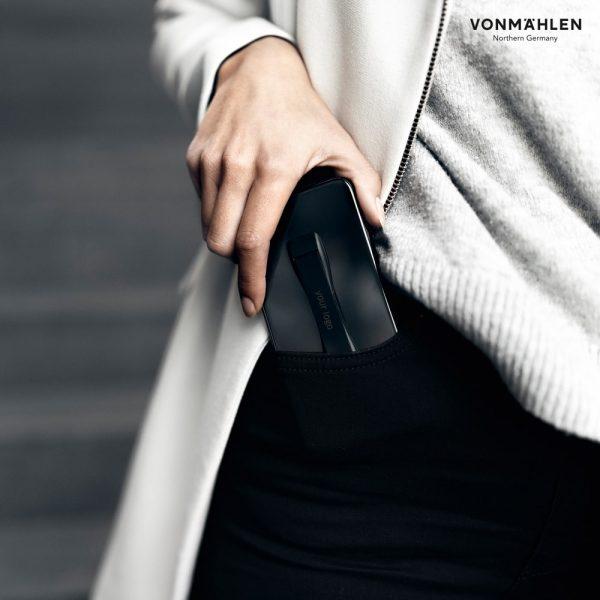 Backbone smarthphone handgrip Nutzung Hosentasche