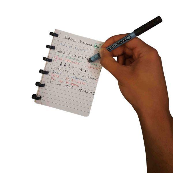 Alle Notizen trocknen innerhalb von einer Sekunde, danach entscheiden Sie selbst ob Sie die Notizen hinterlassen oder ausradieren, und dass alles ohne zu schmieren