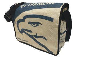 Fair Trade Schultertasche Eagle hat einen geräumigen Inhalt und ist sehr gut für Büro, Schule und freie Zeit zu gebrauchen