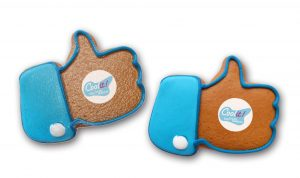 Daumen hoch - Lebkuchen mit Logo groß als Werbeartikel mit Logo im PRESIT Online-Shop bedrucken lassen