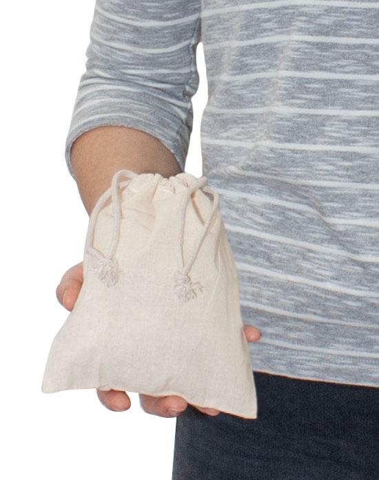 Öko Baumwollbeutel DOHA. Größenverhältnis in der Hand.