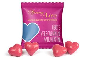Erdbeer-Dinkel-Herzen im Werbetütchen als Werbeartikel mit Logo im PRESIT Online-Shop bedrucken lassen
